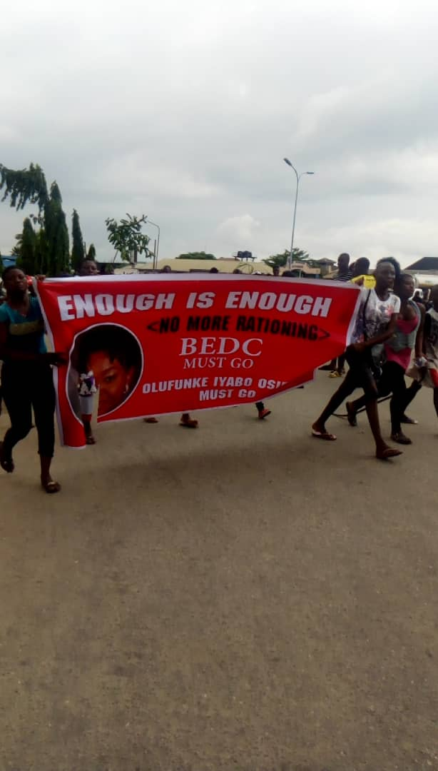 Poor Power Supply: Protesters block  entry/ exit into Effurun, WARRI