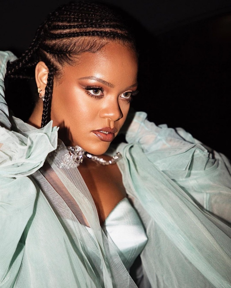 I am proud to be the recipient of a British Fashion Award-Rihanna
